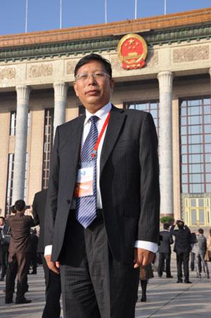 袁希福院长在人民大会堂前拍照留念